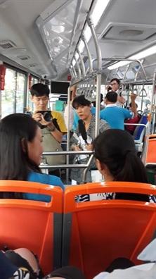 Dai su 'Nam an toan cho phu nu va tre em 2019' tham nguoi gia va em nho