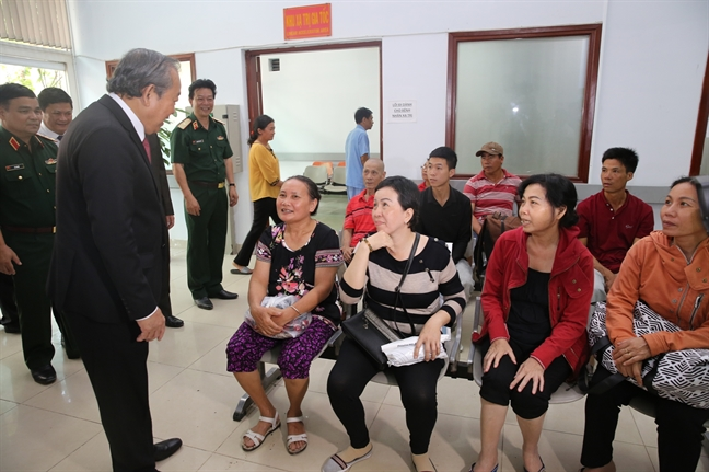 Pho thu tuong, lanh dao TP.HCM tham cac ca nhan, don vi nhan Ngay Thay thuoc Viet Nam