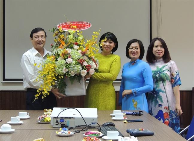 Hoi LHPN TP.HCM chuc mung Ngay Thay thuoc Viet Nam 27/2