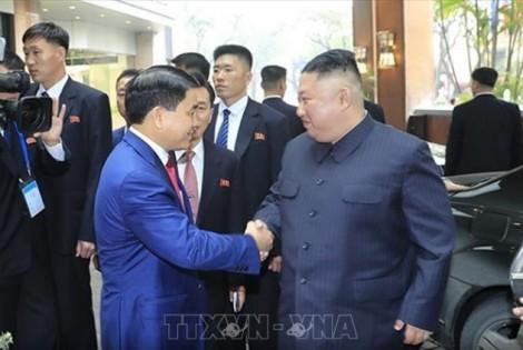 Chủ tịch UBND TP Hà Nội tặng hoa chào mừng Chủ tịch Kim Jong-un