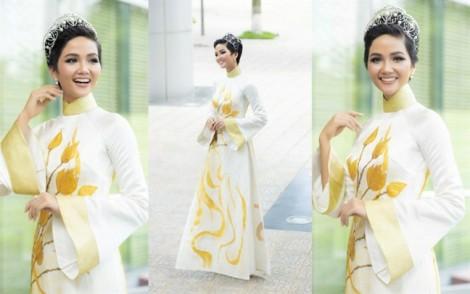 Hoa hậu Hoàn vũ H'Hen Niê: 'Với áo dài, tôi tự tin bước ra đấu trường quốc tế'