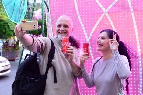 Coca-Cola chính thức ra mắt phiên bản lon song ngữ