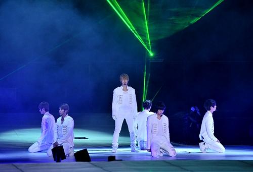 Super Junior tro lai Viet Nam bieu dien