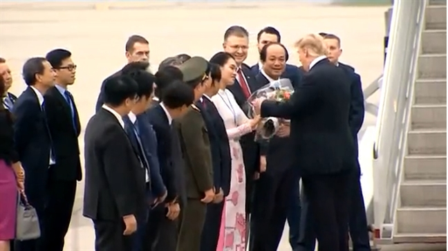 Nu sinh vien tang hoa tien Tong thong My tung duoc truyen cam hung tu ong Donald Trump