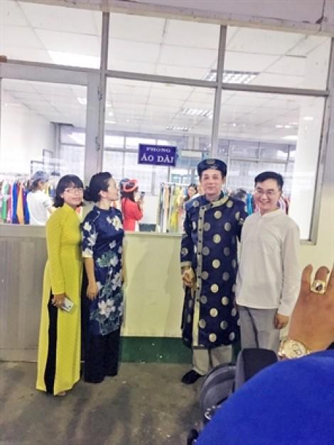 Những tủ áo dài 'người có tặng người khó'