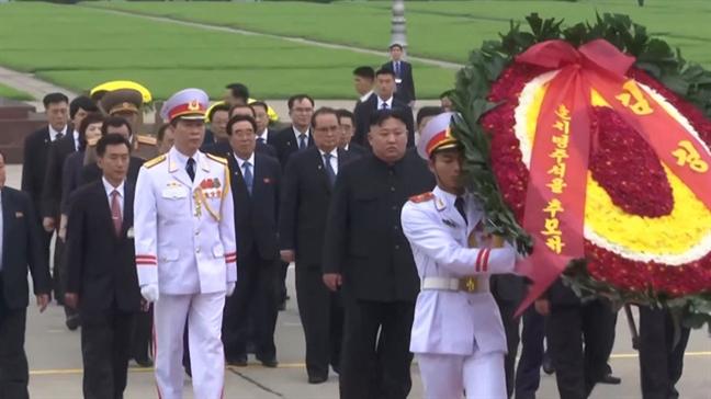 Nha lanh dao Trieu Tien Kim Jong-un vieng lang Chu tich Ho Chi Minh