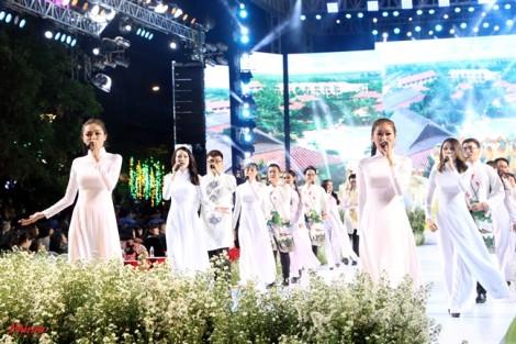 90 nghệ sĩ trình diễn khai mạc Lễ hội Áo dài TP.HCM lần 6
