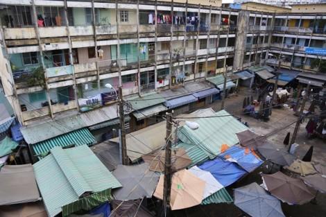 Người dân sống phập phồng trong chung cư chờ sập ở Sài Gòn