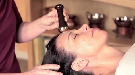 Massage mặt Kansa, bí mật của phụ nữ Ấn