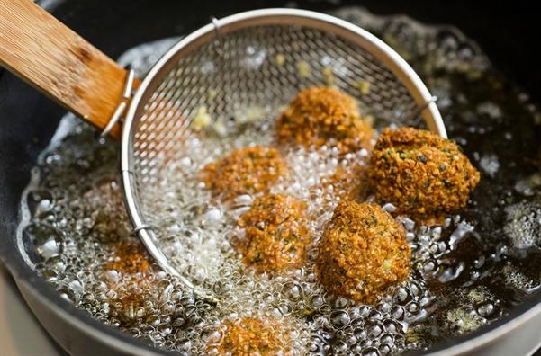 Singapore cam su dung dau hydro hoa mot phan thuong co trong banh snack