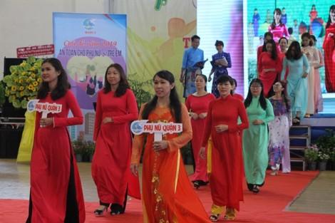 Quận 3: Tặng 500 áo dài cho chị em phụ nữ