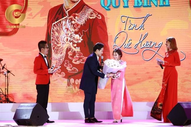 Quy Binh – Tinh que huong: Mang niem vui cho nguoi kho khan
