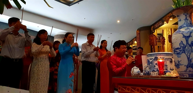 Doan Hoi LHPN TP.HCM dang huong Le gio 1979 nam Hai Ba Trung