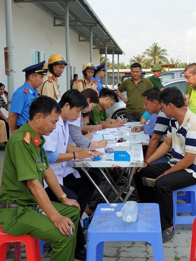 Phat hien 3 tai xe nghi su dung ma tuy o cang Phu Huu, TP.HCM