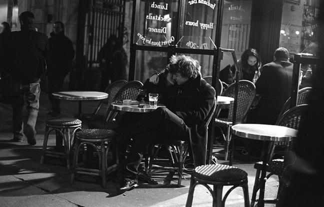 Paris nen tho trong nhung khung hinh den trang