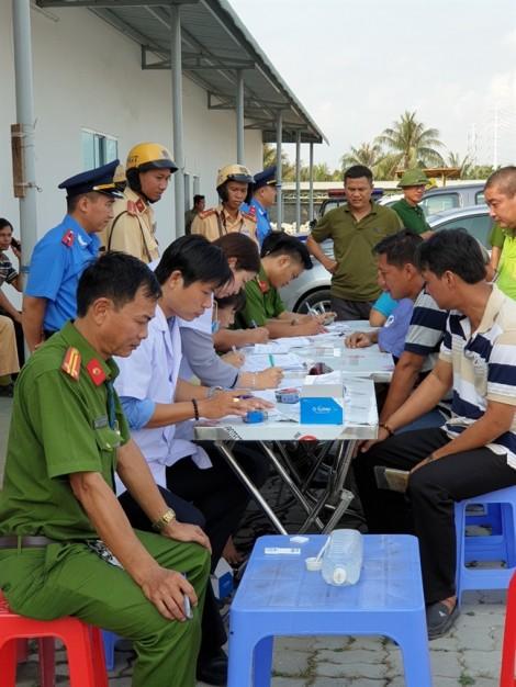 Phát hiện 3 tài xế nghi sử dụng ma túy ở cảng Phú Hữu, TP.HCM