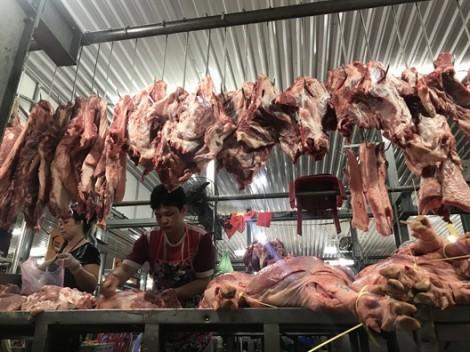 Người bán thịt heo tại TP.HCM bị 'vạ lây', lỗ vì dịch tả châu Phi