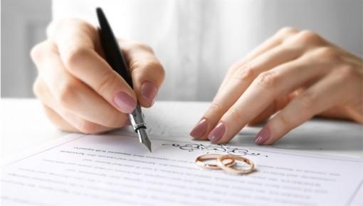 Thiếu giấy kết hôn và hộ khẩu, có thể xin ly hôn?