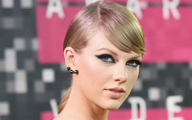 Taylor Swift thua nhan sai lam nghiem trong khi trang diem