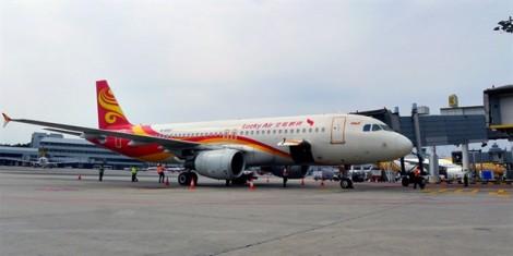 Máy bay hoãn cất cánh vì hành khách quăng đồng xu vào không khí để 'cầu an'
