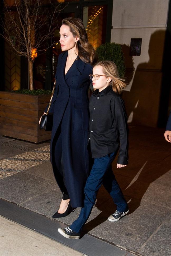 6 nhoc ti nha Angelina Jolie cang lon cang sanh dieu