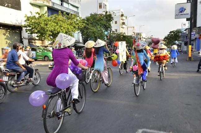 Hanh trinh xe dap 'Ao dai Viet - net dep phu nu Binh Thanh'