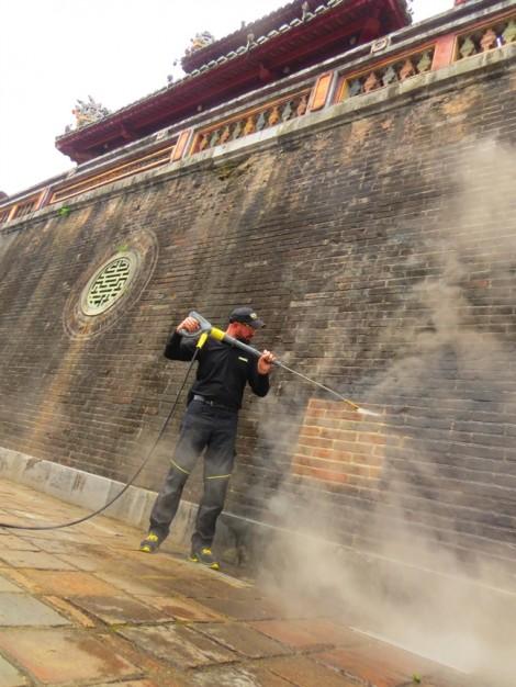 Làm sạch Ngọ Môn - Huế bằng máy phun rửa áp lực cao