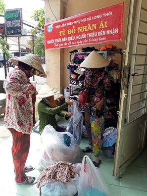 Hang tram chi em chia se yeu thuong tai 'Tu do nhan ai' huyen Nha Be