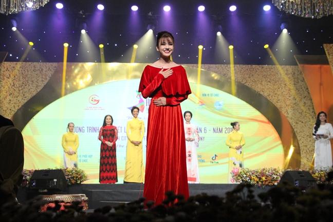 Le hoi Ao dai TP.HCM 2019: Tang 5000 ao, vai ao dai cho nu cong nhan, hoi vien phu nu