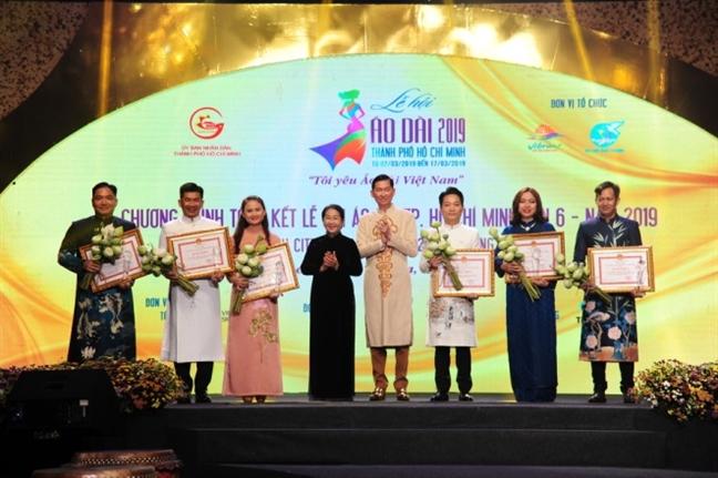Hon 100.000 luot khach tham du Le hoi Ao dai 2019