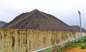 Formosa xây núi nhân tạo, ngoài xỉ thép, còn thứ gì?
