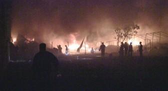 Lính cứu hỏa xuyên đêm dập đám cháy xưởng vải gần 2.000m2