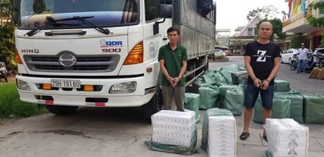 Bắt quả tang tài xế xe tải chở 23.000 bao thuốc lá Jet nhập lậu