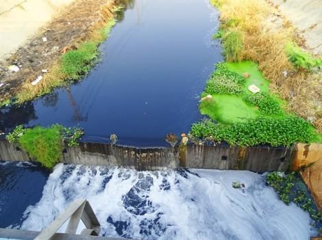 Vì sao dân ngăn cản xử lý ô nhiễm kênh Ba Bò?