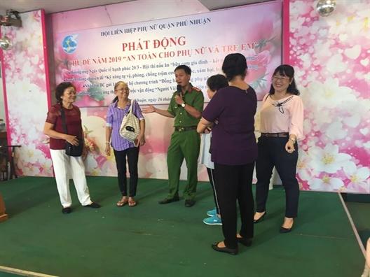 Quan Phu Nhuan: Nhieu nam gioi tham gia ngay hoi ton vinh gia dinh
