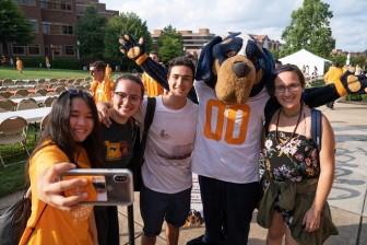 Học bổng du học đến 340 triệu đồng/năm và làm việc hưởng lương tại University of Tennessee, Knoxville, Mỹ