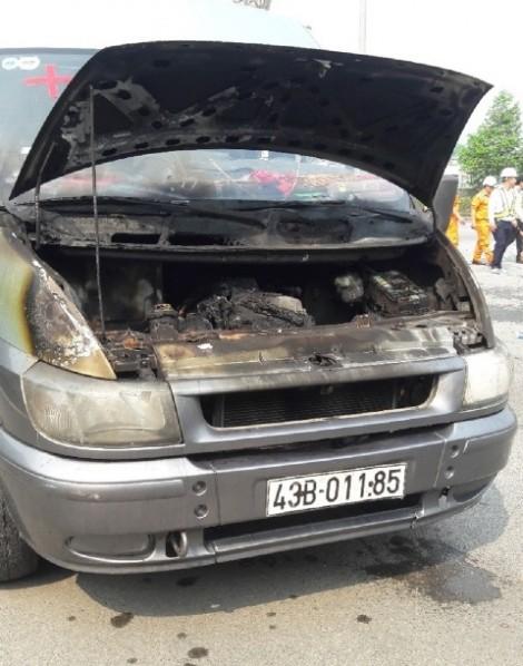 Xe chở quan tài bốc cháy trong hầm đường bộ Hải Vân