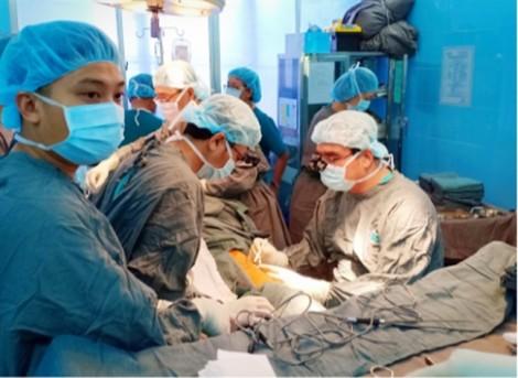 Bệnh viện Ung bướu TP.HCM tái tạo lưỡi cho bệnh nhân ung thư nói trở lại