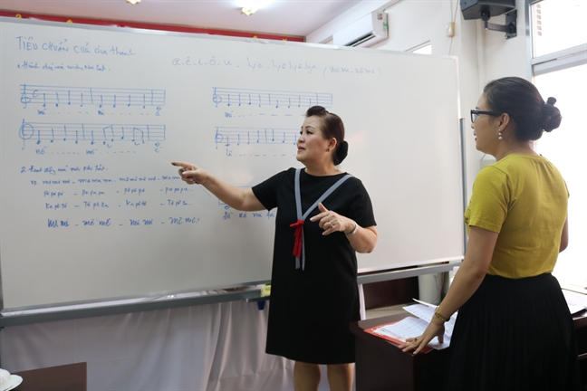 Chieu sinh lop Dan ca – nhac cach mang khoa 8/2019
