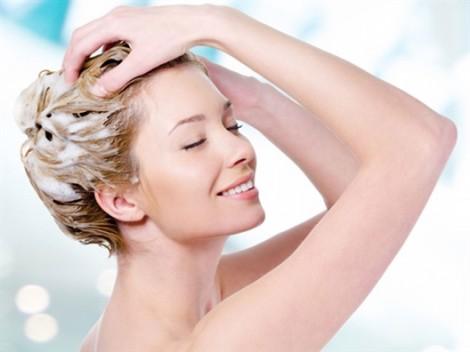 6 giải pháp làm sạch tối ưu cho mái tóc dầu