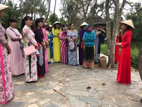 Huyện Nhà Bè: Đưa áo dài thành xu hướng thời trang