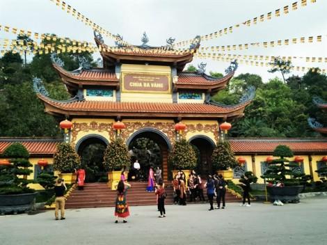 Thành phố Uông Bí yêu cầu chùa Ba Vàng chấm dứt hoạt động 'thỉnh vong', 'giải nghiệp'