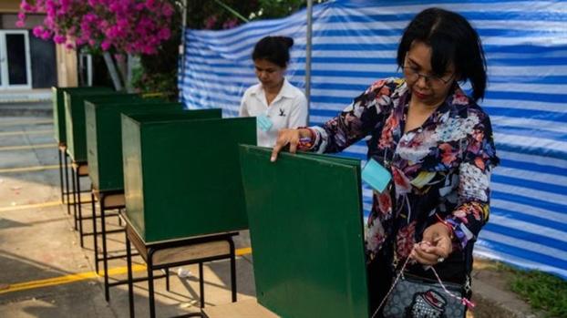 Tong tuyen cu o Thai Lan: Dang PPRP than quan doi bat ngo dan dau