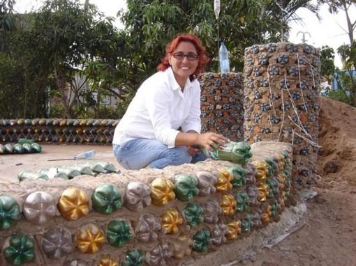 Ngôi nhà bằng chai nhựa cho người nghèo