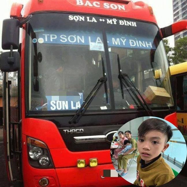 Phu xe khach ke giay phut 'cuu' cau be di xe dap khong phanh xuong Ha Noi tham em