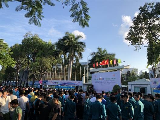 Phu nu Phu Nhuan: 'Chay vi suc khoe toan dan'