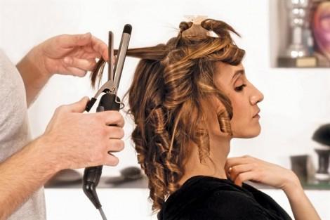 Cách hay 'cứu' tóc rụng do uốn, duỗi, nhuộm