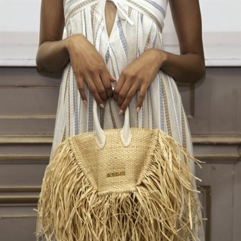 Túi cói hàng hiệu khoảng 10 triệu đồng thu hút các tín đồ thời trang
