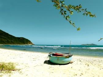 Một ngày bình yên ở làng biển Ninh Vân