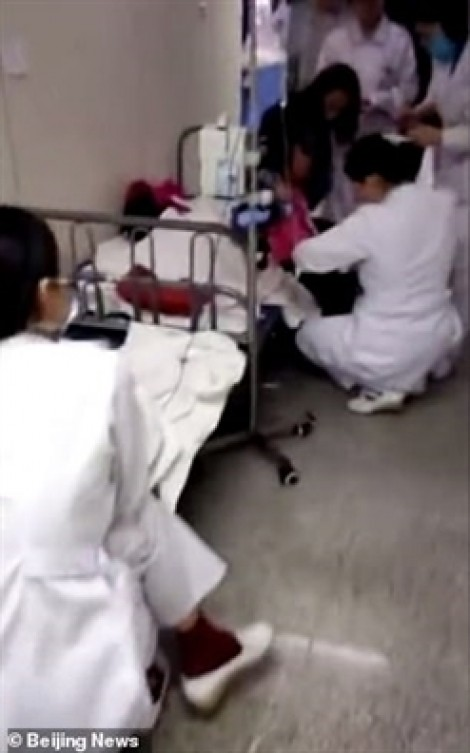 Trả thù đồng nghiệp, cô giáo nhẫn tâm đầu độc học sinh khiến 23 em nhập viện